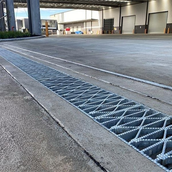 Weaved Trench Grating